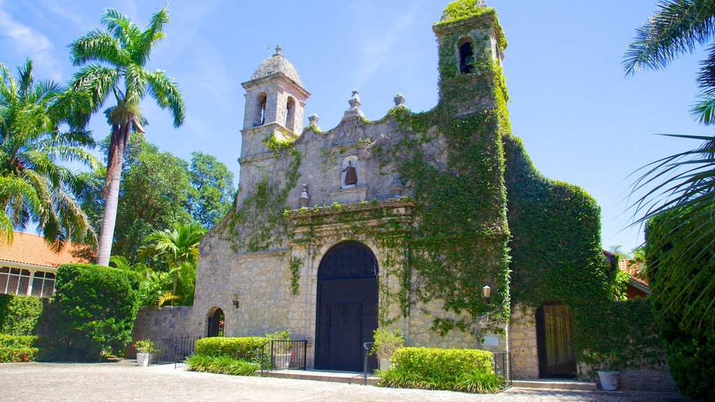 Coconut Grove showing a church or cathedral and heritage architecture
