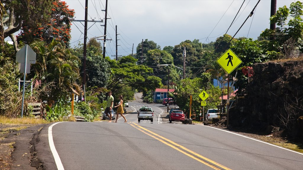 Holualoa which includes street scenes