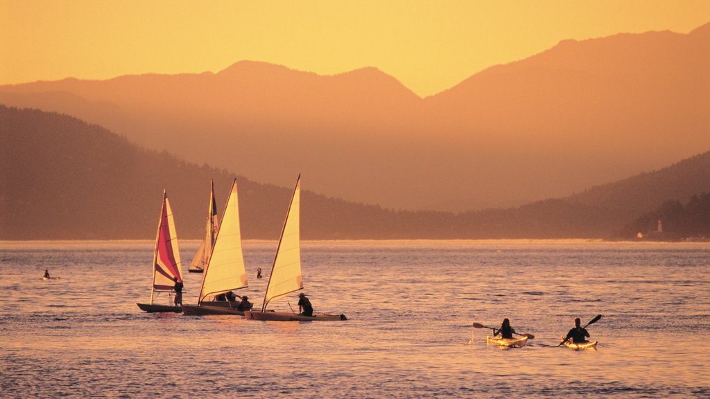 Jericho Beach which includes mountains, sailing and kayaking or canoeing