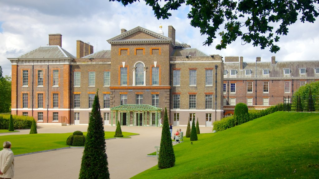 Kensington Palace showing a park, chateau or palace and heritage architecture