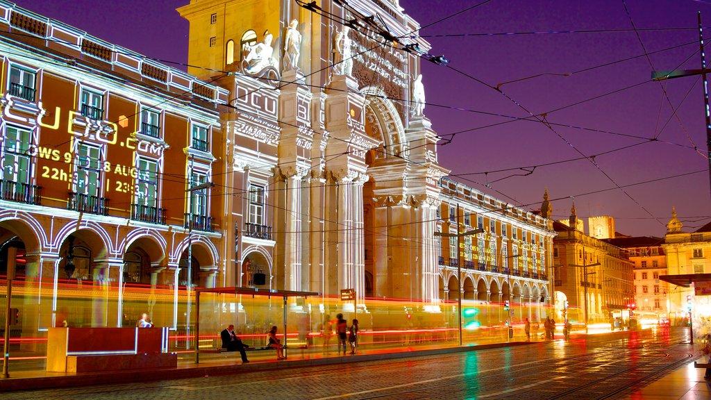 Praça de Comercio ofreciendo una ciudad, escenas nocturnas y escenas urbanas