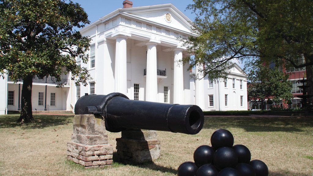 Little Rock which includes heritage architecture, an administrative buidling and heritage elements
