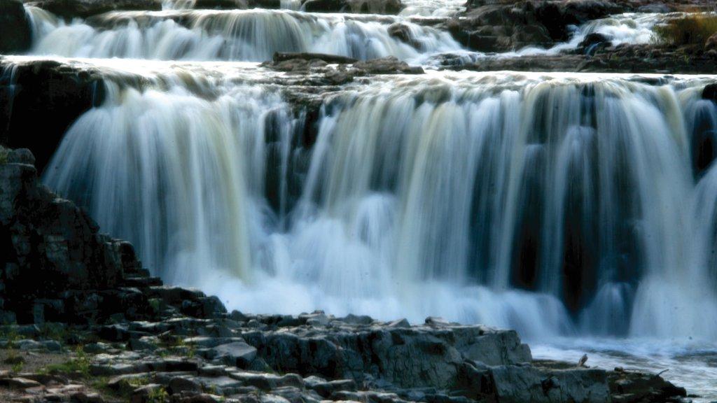 Sioux Falls featuring a cascade