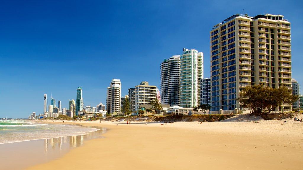 Southport mostrando un rascacielos, una playa y distrito financiero central