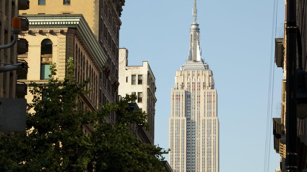 Edificio Empire State ofreciendo una ciudad, un edificio de gran altura y distrito financiero central