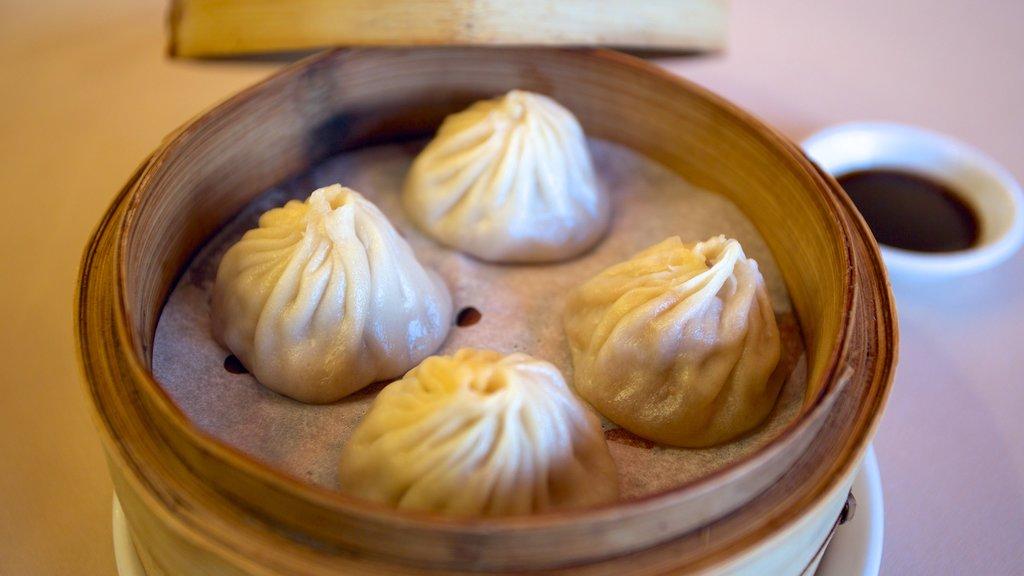 Kowloon showing food