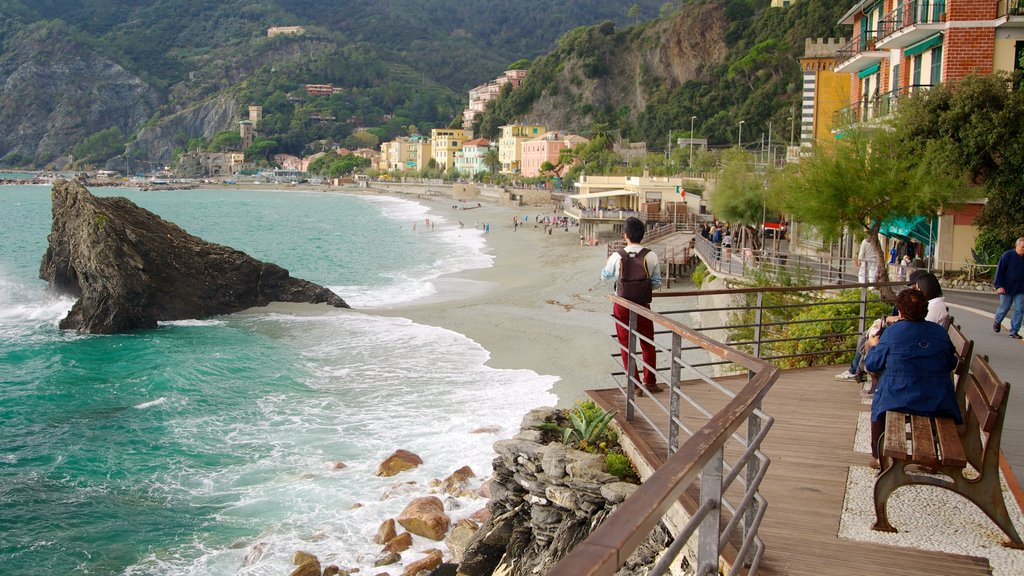 Monterosso al Mare which includes general coastal views, rocky coastline and a coastal town
