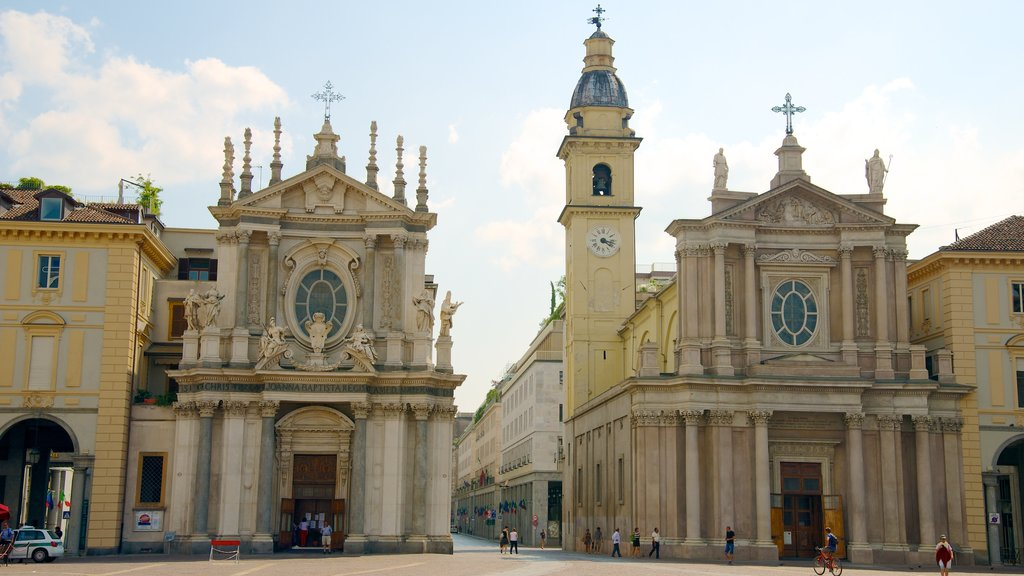 Piazza San Carlo showing heritage architecture, street scenes and a church or cathedral