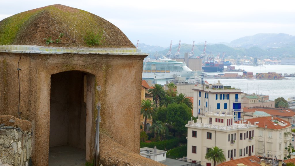Castello San Giorgio which includes a coastal town and heritage architecture