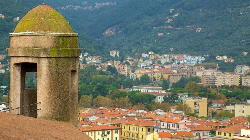 Castello San Giorgio showing a city