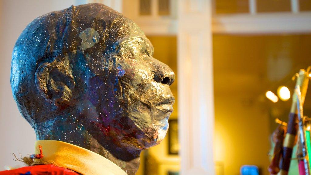 Galería de Arte Nacional de las Bahamas mostrando vistas interiores y arte