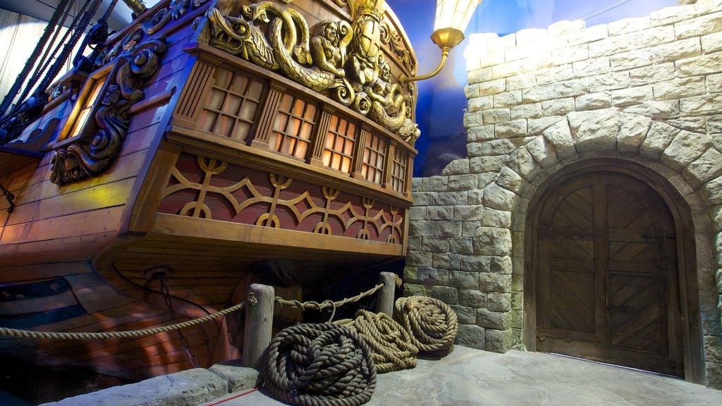 Museo de los Piaratas de Nassau mostrando vistas interiores