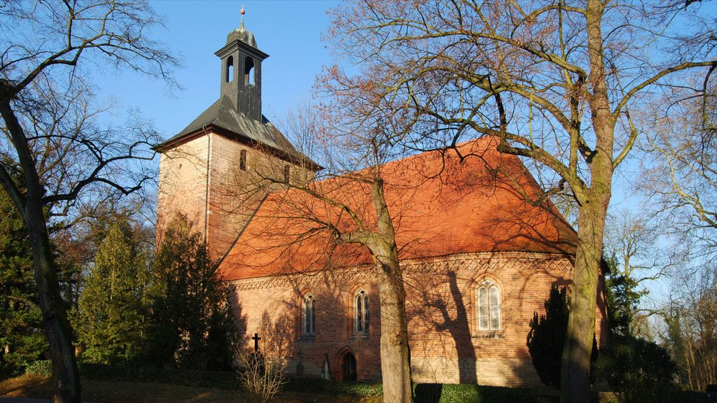 Kleinmachnow featuring a church or cathedral, religious elements and a small town or village