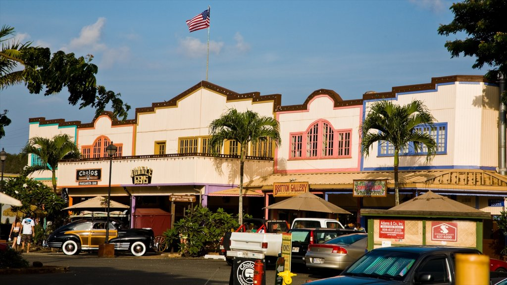 Haleiwa which includes street scenes