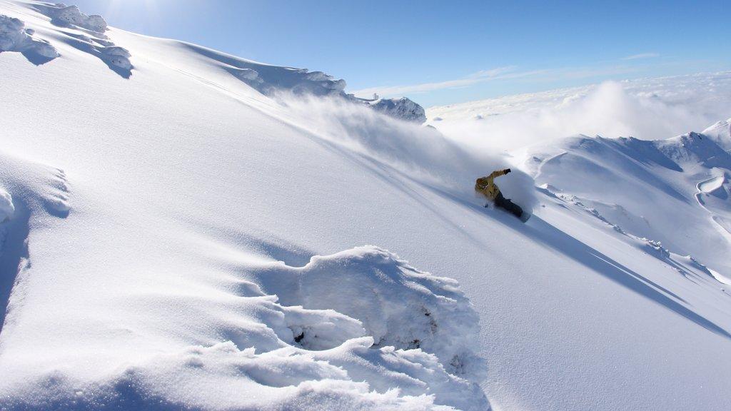 Mount Hutt Skifield mostrando vistas de paisajes, montañas y nieve