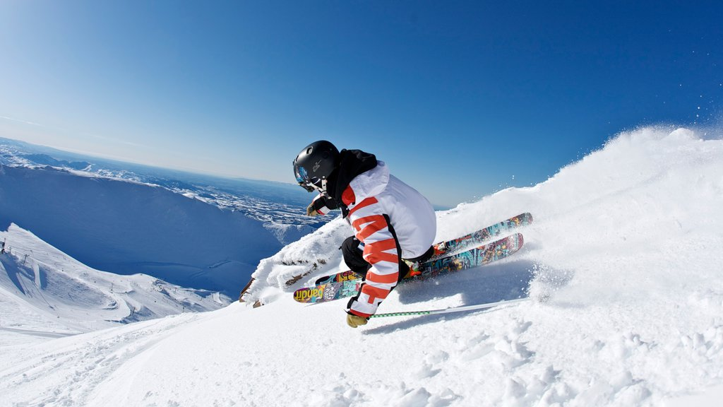 Mount Hutt Skifield featuring mountains, snow and snow skiing