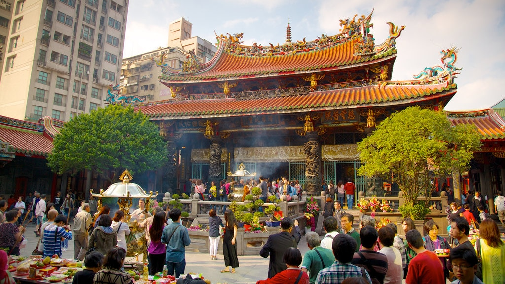 Longshan Temple featuring a city, religious elements and a temple or place of worship
