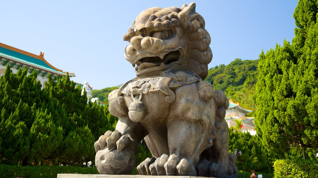 Museo del Palacio Nacional ofreciendo una estatua o escultura