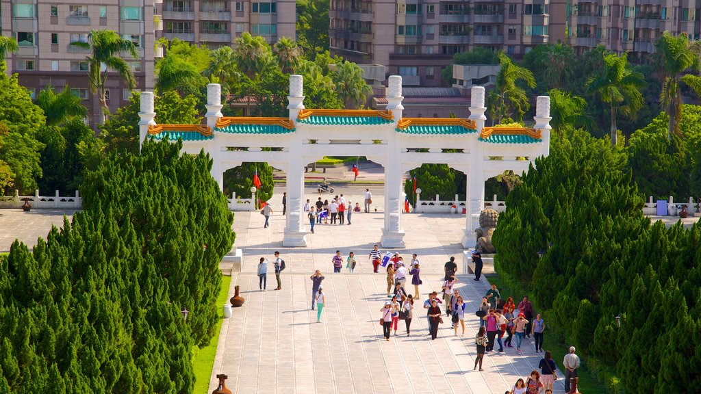 National Palace Museum showing a square or plaza and chateau or palace as well as a large group of people