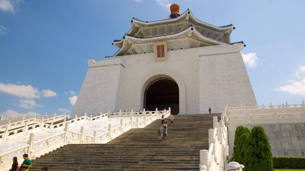 Chiang Kai-shek Memorial Hall featuring a memorial, a temple or place of worship and heritage architecture