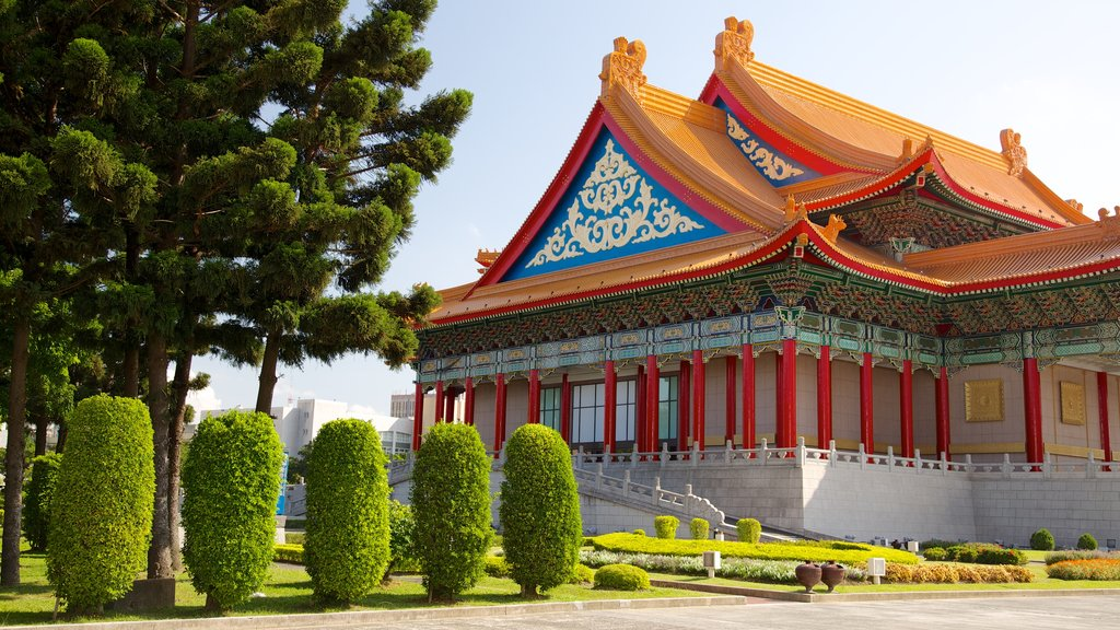 Taipei which includes heritage architecture, theater scenes and a park