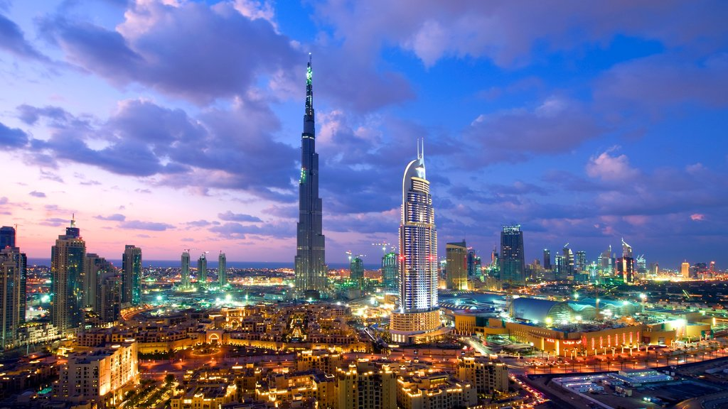 Dubai Emirate showing a city, city views and skyline