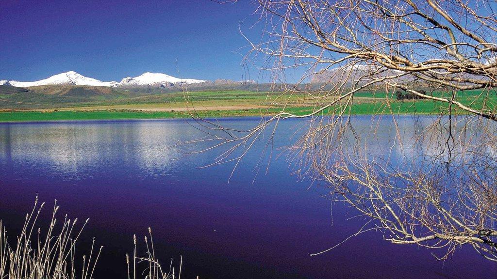 Ceres mostrando montañas, vistas de paisajes y un lago o abrevadero