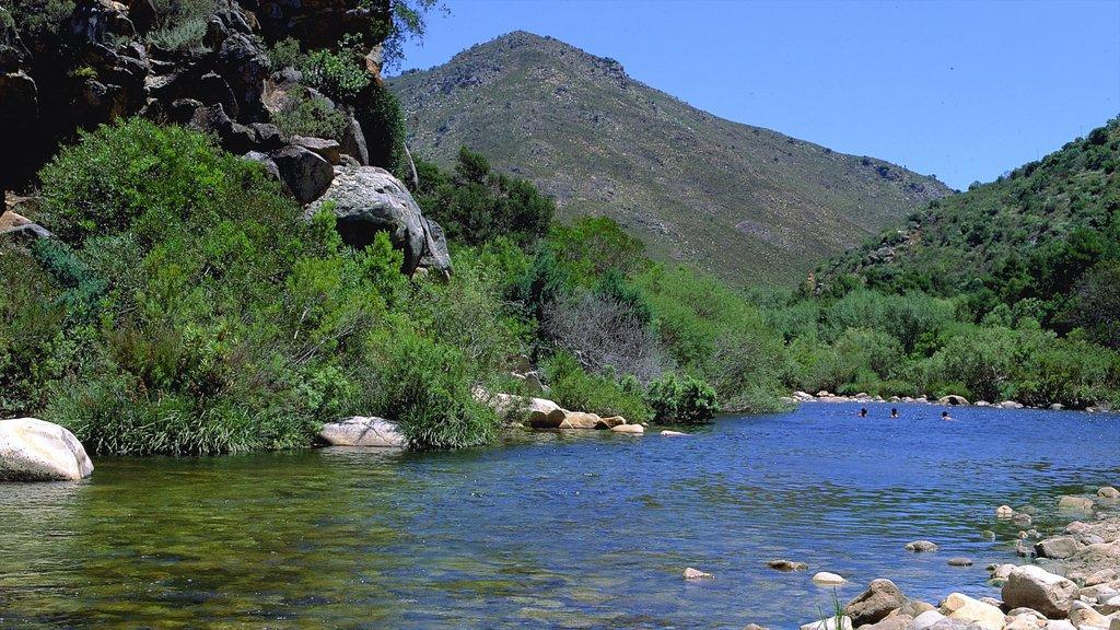Ceres que incluye montañas, un río o arroyo y vistas de paisajes