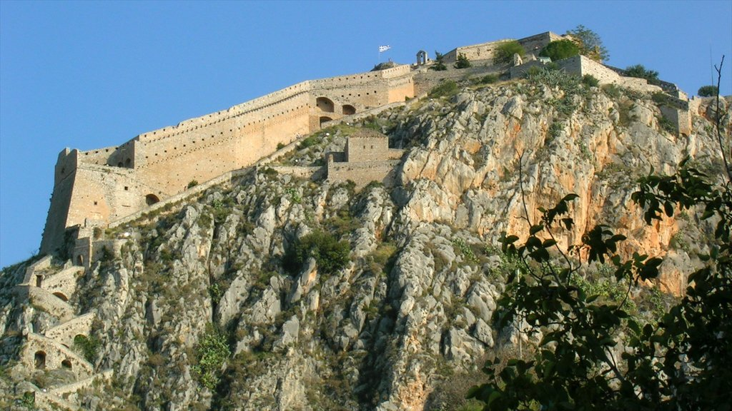 Nafplio showing heritage architecture, a castle and mountains