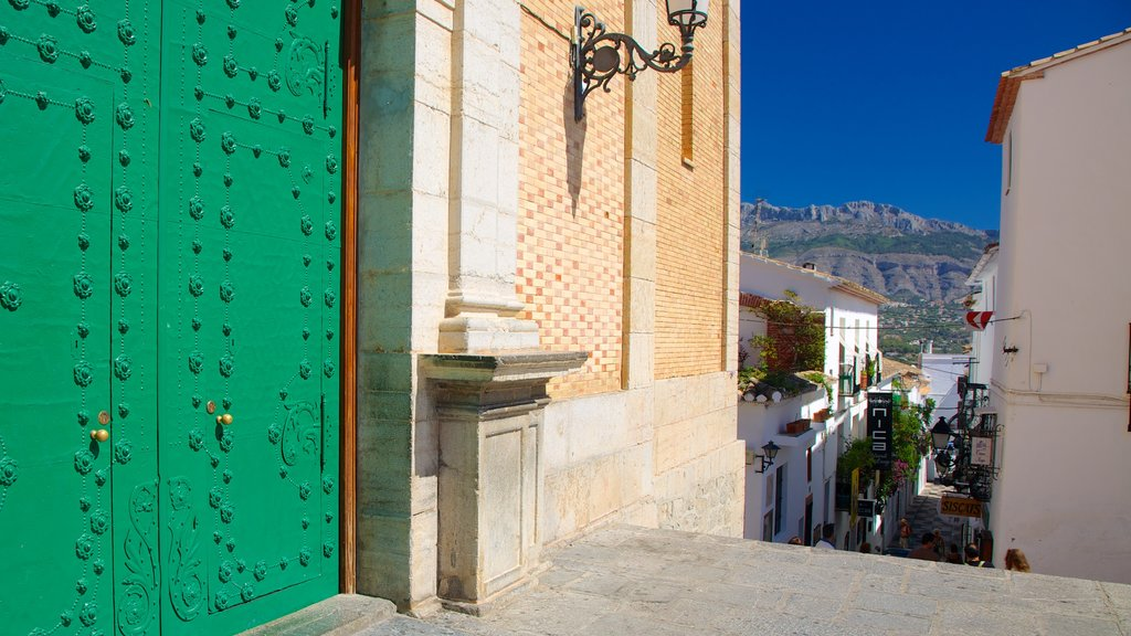 Altea which includes heritage architecture and street scenes