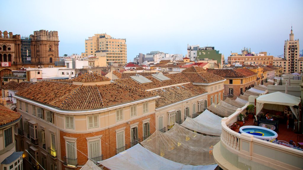 Malaga Historic Centre showing heritage architecture and a city