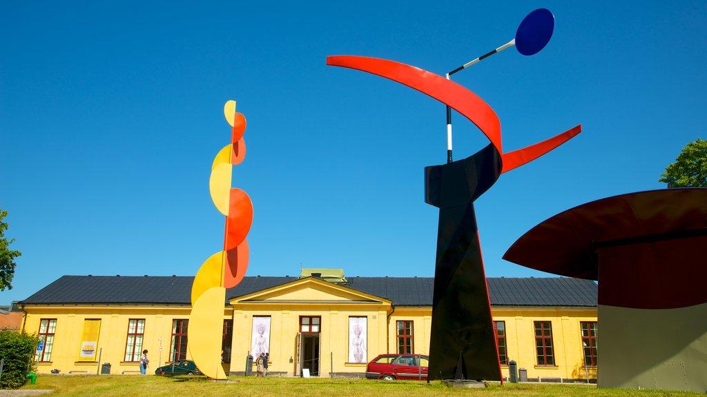 Museo de arte moderno Moderna museet que incluye una estatua o escultura y arte al aire libre