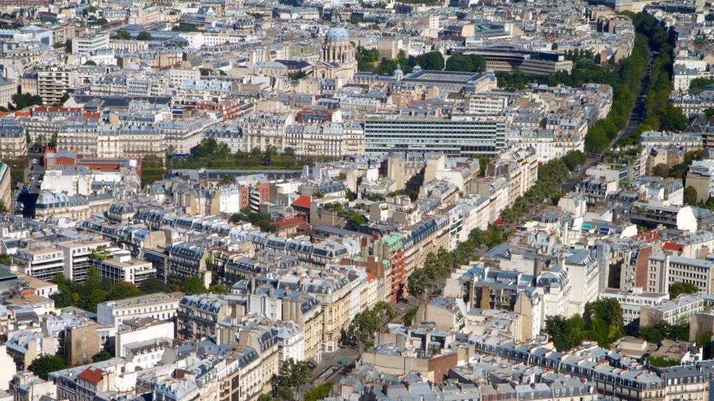 Tour Montparnasse showing cbd and a city