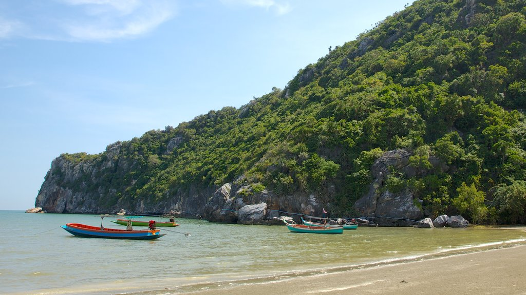 Sam Roi Yot National Park featuring landscape views, mountains and boating