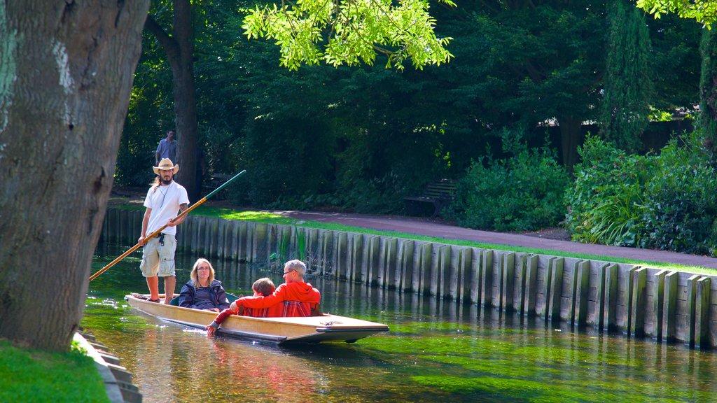 Canterbury que incluye kayak o canoa, un parque y un río o arroyo
