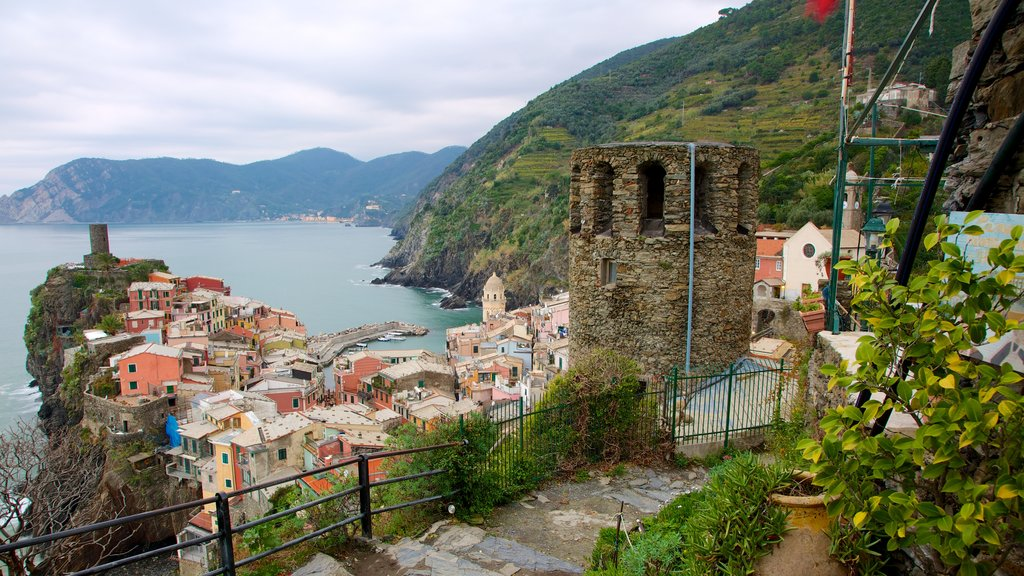 Vernazza which includes heritage architecture, a coastal town and mountains