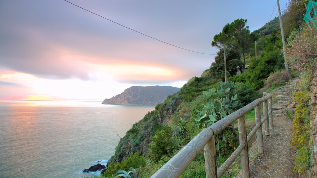 Vernazza which includes mountains, general coastal views and a sunset