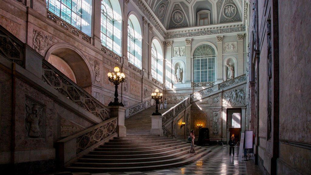 Nápoles que incluye vistas interiores y patrimonio de arquitectura