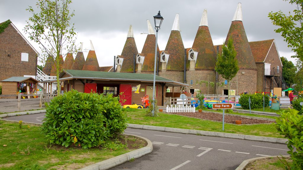 Hop Farm Family Park featuring heritage architecture and a park