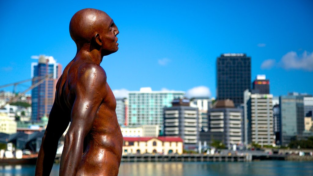 Wellington which includes a statue or sculpture