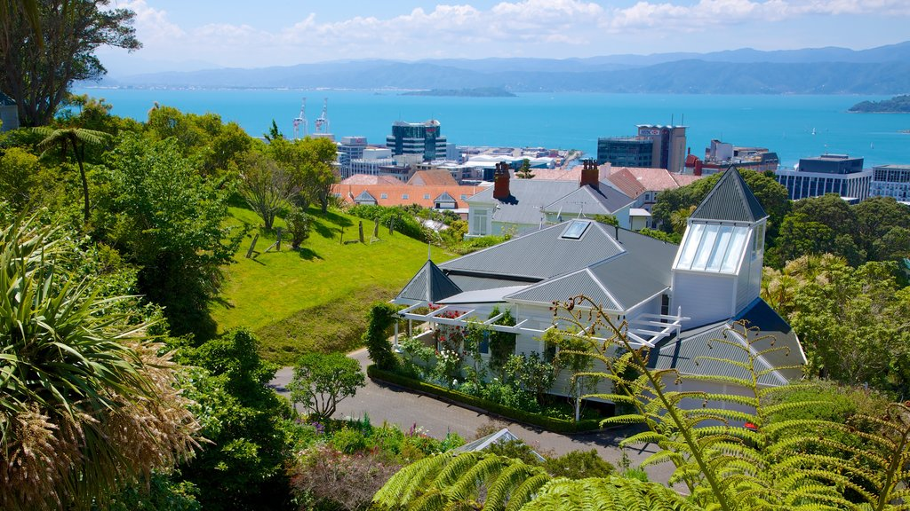 Wellington Cable Car which includes a house and a coastal town