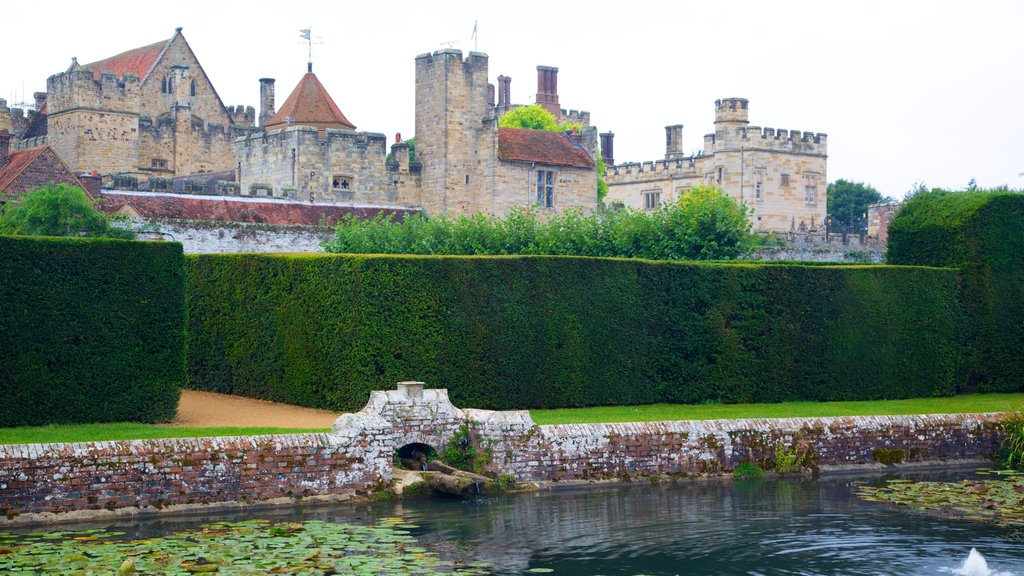 Penshurst Place and Gardens featuring heritage architecture, a castle and a pond