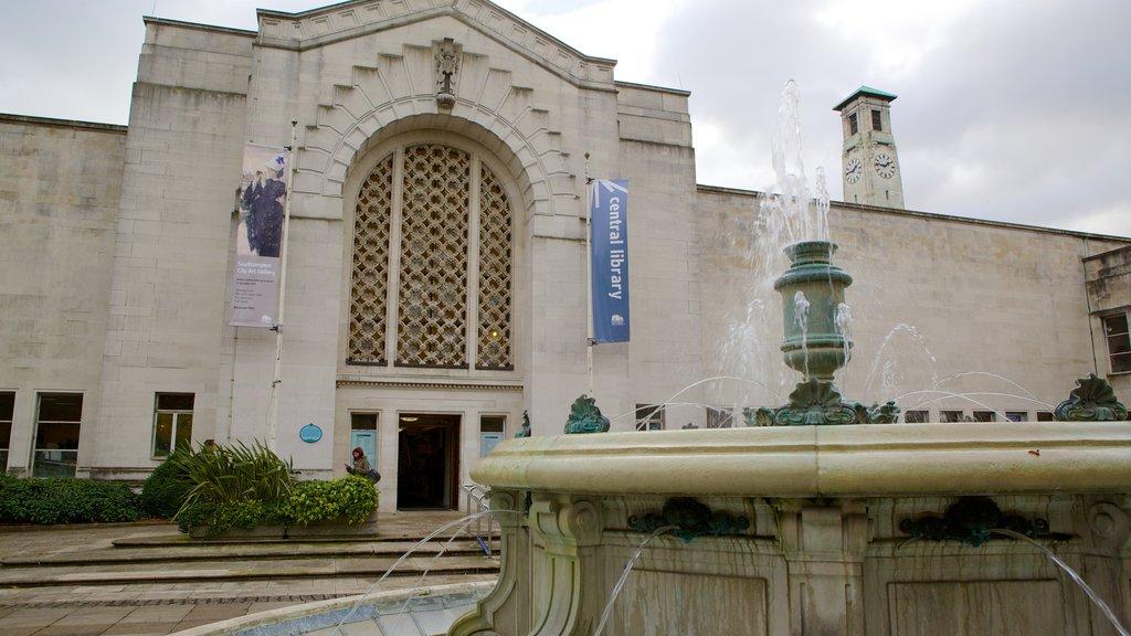 Galería de Arte de Southampton que incluye un parque o plaza, patrimonio de arquitectura y una fuente