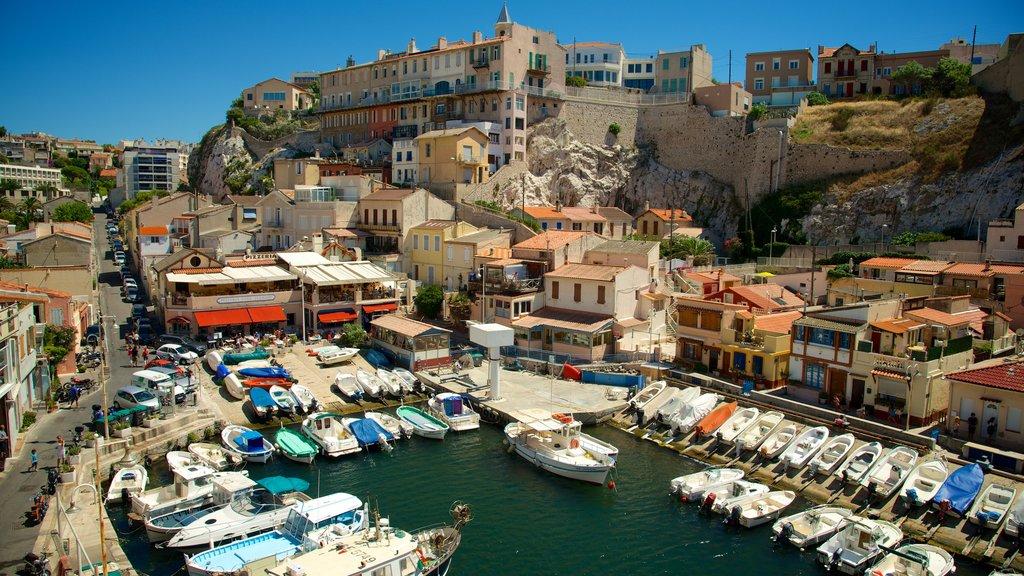 Marsella ofreciendo castillo o palacio, patrimonio de arquitectura y paseos en lancha