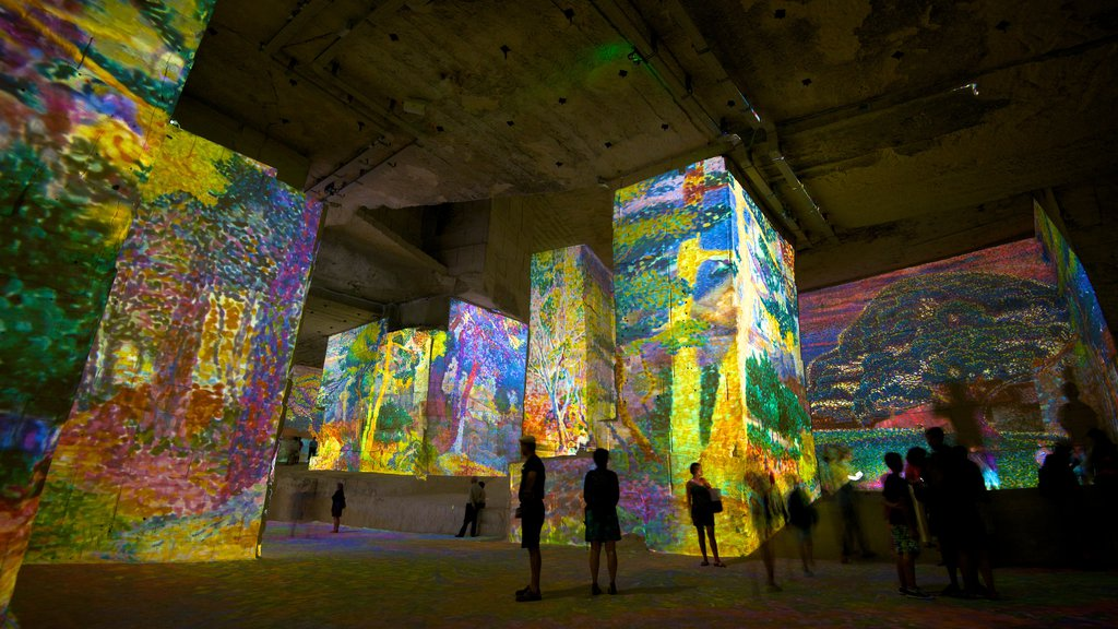 Carrieres de Lumieres showing a church or cathedral, interior views and art