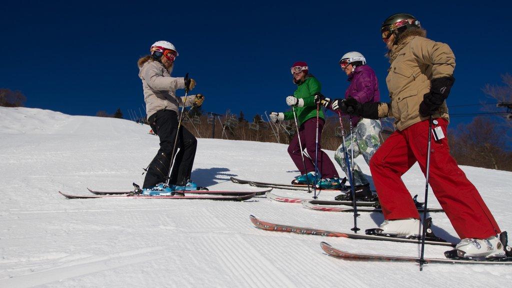 Killington Ski Resort mostrando montañas, esquiar en la nieve y nieve
