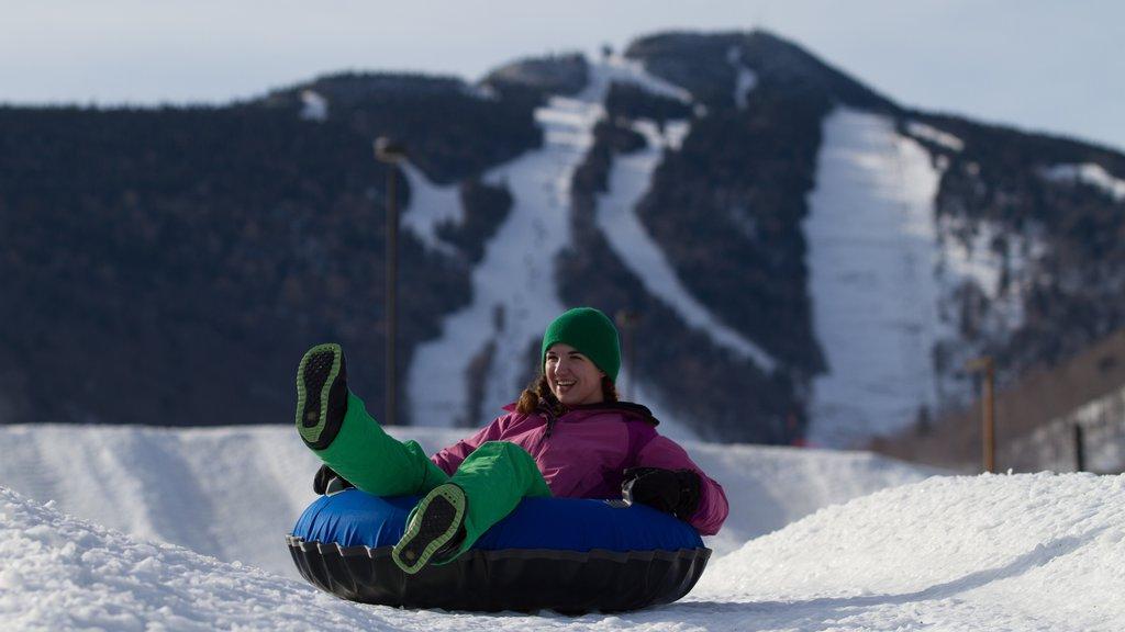 Killington Ski Resort ofreciendo llantas inflables para deslizarse por la nieve, montañas y nieve