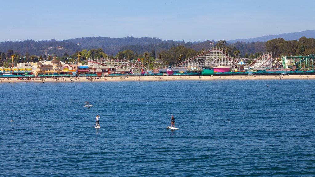 Santa Cruz showing a coastal town, rides and watersports
