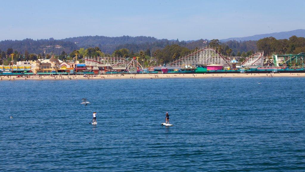 Santa Cruz que incluye vistas generales de la costa, paseos y una ciudad costera
