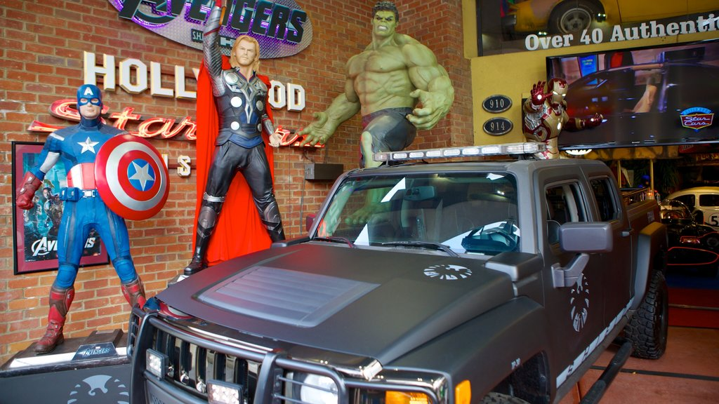Hollywood Star Cars Museum featuring interior views